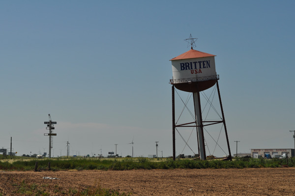 groom-roadside-attraction-britten-water-tower